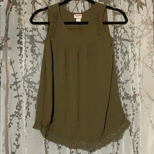 Woman's green/lace tank top